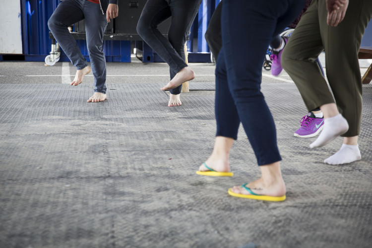 Siamese Tíre practising in suitable beach shoes